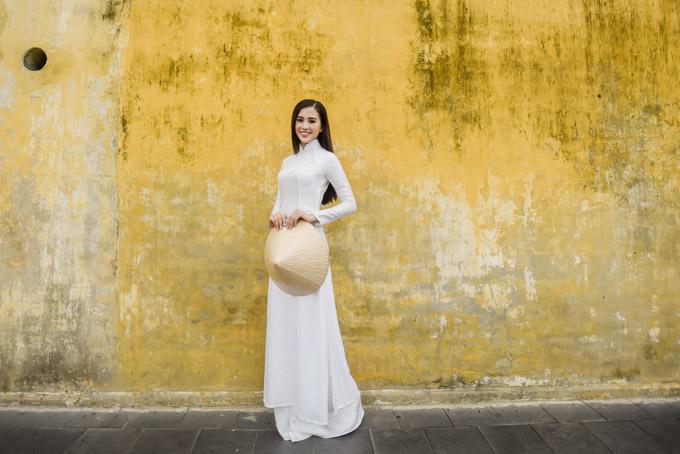 Trần Tiểu Vy trong bộ sưu tập áo dài về Hội An của Hoa hậu Ngọc Hân - 6