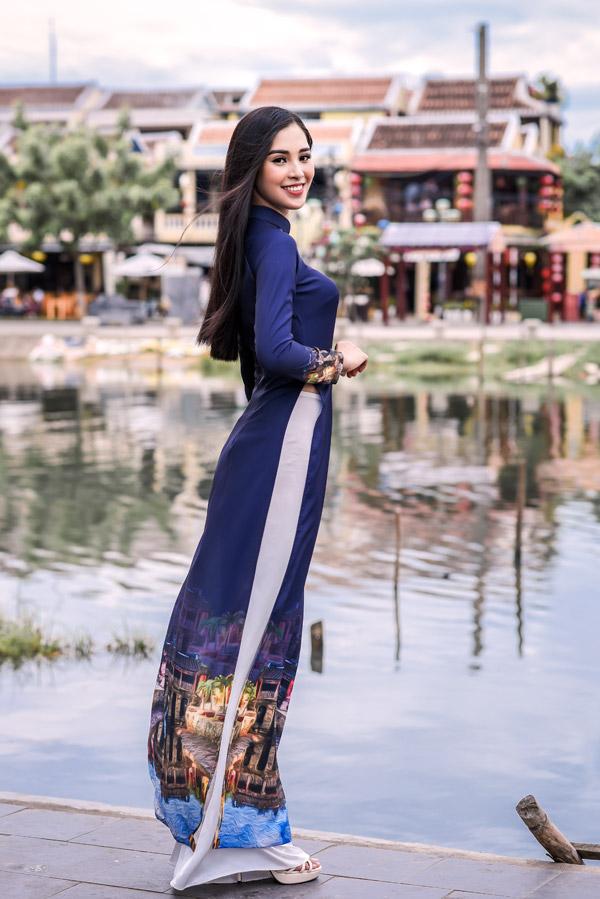Trần Tiểu Vy trong bộ sưu tập áo dài về Hội An của Hoa hậu Ngọc Hân - 9