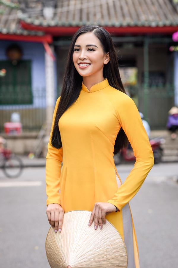 Trần Tiểu Vy trong bộ sưu tập áo dài về Hội An của Hoa hậu Ngọc Hân - 3