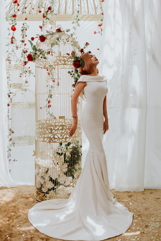 Bên cạnh dòng sản phẩm ứng dụng, người đẹp thường xuyên cho ra mắt các mẫu thiết kế dạ tiệc để giúp phái đẹp lộng lẫy hơn.