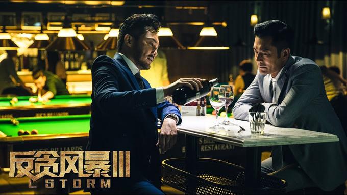 Cổ Thiên Lạc và Trương Trí Lâm trong một cảnh quay của phim Săn bão. Ảnh: QQ