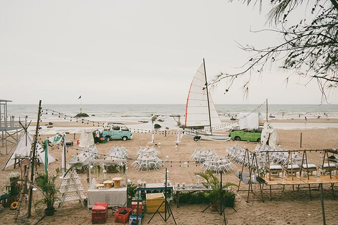 Wedding planner đã đem những chiếc xe bus đầy màu sắc, cánh buồm vào đám cưới.