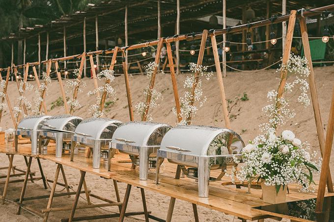 Tiệc cưới được tổ chức theo kiểu buffet tự chọn, giúp thực khách có sự lựa chọn đa dạng trong khẩu phần ăn.
