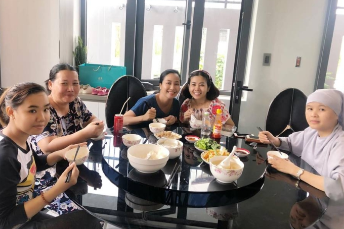 Ốc Thanh Vân đưa Mai Phương đi chơi thư giãn - 1