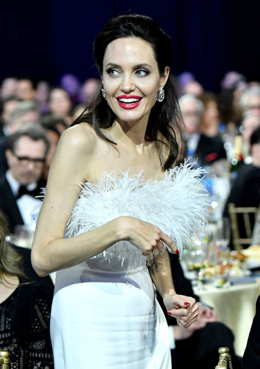 Jolie bị đồn sắp sửa lấy chồng lần thứ 4.