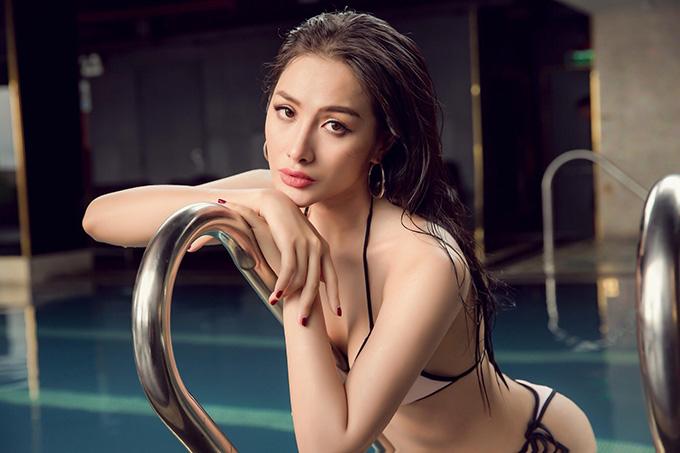 Nữ diễn viên được đánh giá có nhiều nét giống Hoa hậu Việt Nam 1998 Ngọc Khánhkhi sở hữu nét đẹp hiện đại với đôi môi dày căng mọng, sống mũi cao và đôi mắt sâu.