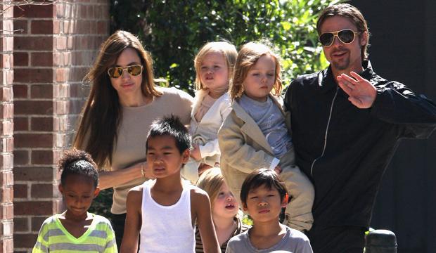 Jolie và Brad Pit bên 6 đứa con.