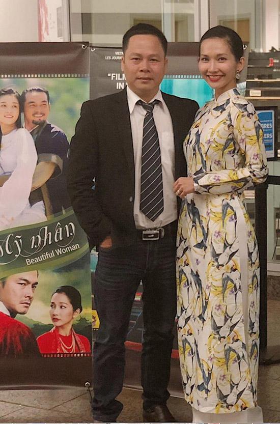 Trong sự kiện Ngày phim Việt Nam, Kim Hiền chọn trang phục áo dài in họa tiết để gặp gỡ, giao lưu với khán giả.
