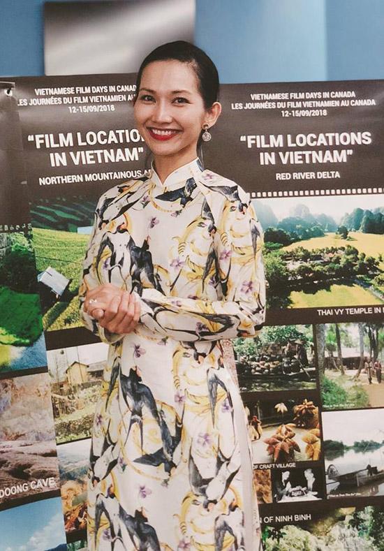 Đã lâu không tham gia hoạt động quảng bá cho phim Việt Nam nên nàng Út Ráng rất vui vì được gặp lại nhiều đồng nghiệp trong nước.