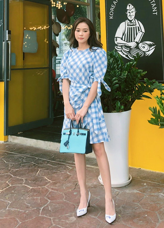 Sam thanh lịch với mốt váy thắt eo - một trong những trang phục được phái đẹp yêu thích ở mùa hè thu 2018.