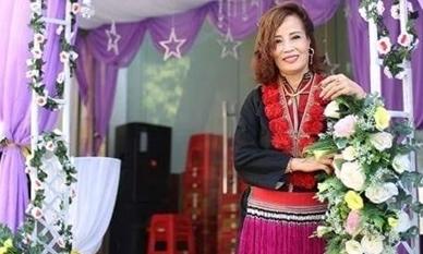 Cô dâu 62 tuổi mặc chiếc áo của mẹ chồng 56 tuổi trong ngày cưới