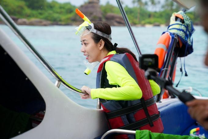 Thu Trang hào hứng tham gia trải nghiệm lặn ngắm san hô tại hòn Dăm Ngang - 1 trong 5 hòn đảo đẹp nhất PhúQuốc.