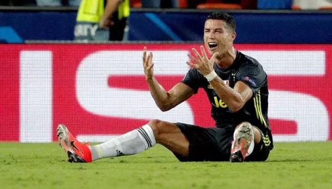 Sky Sport phân tích khẩu hình hai trọng tài và nhận ra Fritz nói với Brych rằng Ronaldo túm tóc Murillo. Brych hỏi lại tới hai lần rằng liệu ông có nên đuổi Ronaldo khỏi sân. Cả hai lần, Fritz đều khẳng định cần phải rút thẻ đỏ trực tiếp.Việc trọng tài chính không quan sát được pha phạm lỗi của Ronaldo sẽ ảnh hưởng nhiều đến án phạt dành cho CR7. Ông Felix không thể viết trong báo cáo trận đấu rằng ông đã thấy va chạm giữa hai cầu thủ, mà do trợ lý báo lại.