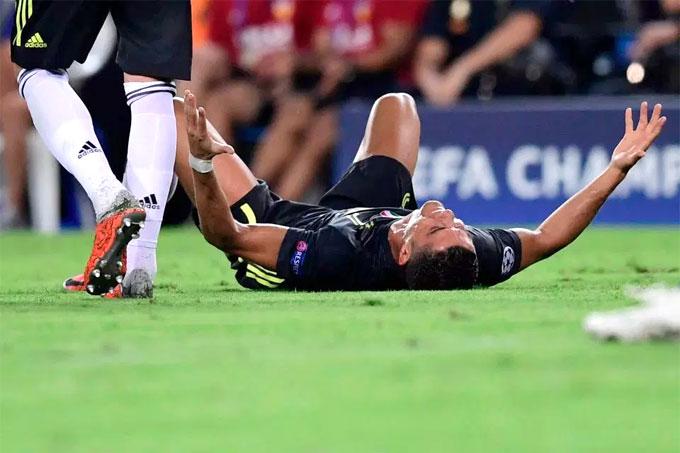 Nếu hình phạt bị giữ nguyên, Ronaldo nhiều khả năng phải nghỉ hai trận tiếp theo gặp Young Boys trên sân nhà và Man Utd trên sân Old Trafford. Nếu UEFA phạt treo giò thêm một trận cho hành vi phản cảm, Ronaldo có thể phải nghỉ nốt trận lượt về, tiếp Man Utd tại Torino.