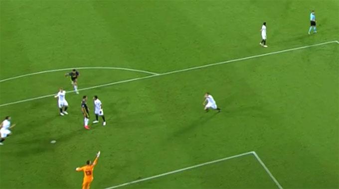 Tình huống bắt nguồn từ pha va chạm giữa Cristiano Ronaldo và Jeison Murillo ở phút 29. Cho rằng cầu thủ chủ nhà cố tình ngã xuống ăn vạ, CR7 đã cáu kỉnh, vung tay phản ứng rồi tiến đến ấn đầu đối thủ.