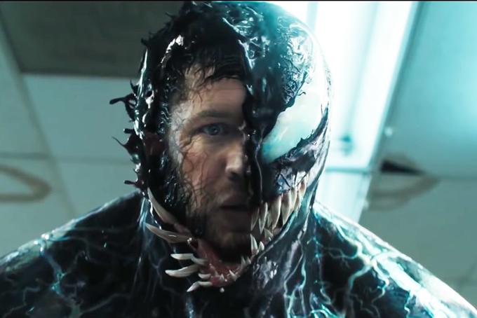 Tom Hardy trong một cảnh quay bị Venom khống chế