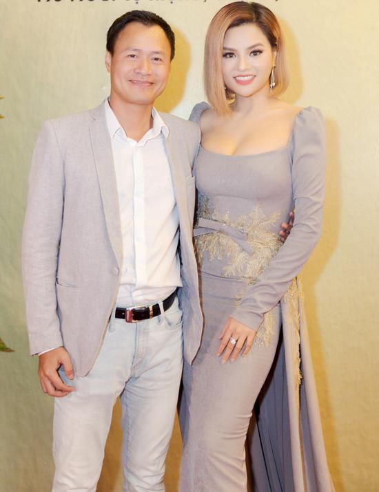 Tối19/9, Vũ Thu Phương tổ chức buổi tiệc khai trương cửa hàng thời trang mới. Đây là dự án được người đẹp dành nhiều tâm huyết và ấp ủ khá lâu.