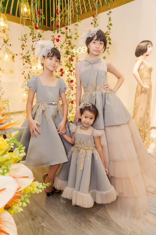 Vũ Thu Phương cho biết hai con riêng của chồng rất quý mến và thương cô. Ngược lại, cô cũng dành tình thương cho hai bé như con đẻ.