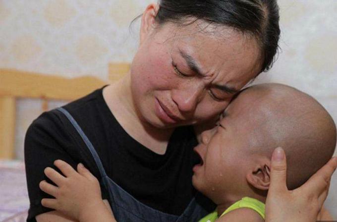 Junyang là con thứ hai; cậu bé có một người anh 6 tuổi.