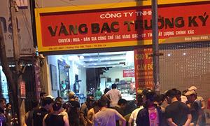 Ba thanh niên mang hung khí cướp tiệm vàng ở Sơn La