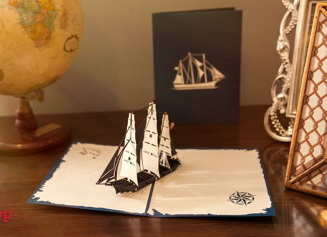 [CaptSản phẩm đầu tay của Rose minh họa hình ảnh con tàu thiết kế bởi William Webb, như một sự tri ân tới học viện hàng hải School Webb, nơi 2 nhà đồng sáng lập gặp nhau.bị hút hồn bởi những gánh hàng rong bán thiệp cưới 3D dọc vỉa hè.