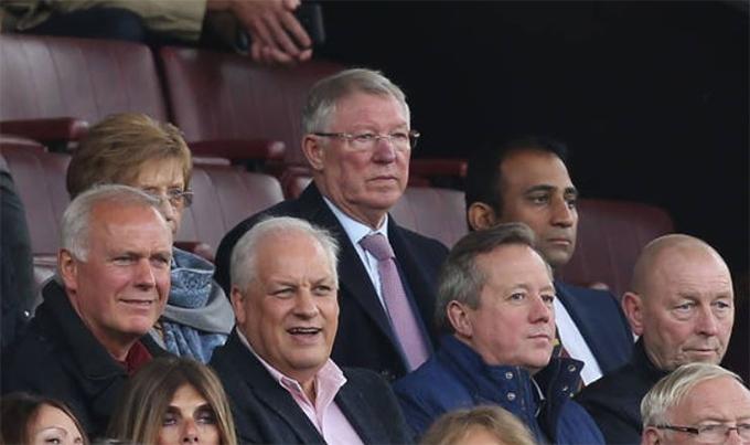 Sir Alex tỏ rõ sự lo lắng khi chứng kiến thế trận bất ổn của đội bóng cũ.
