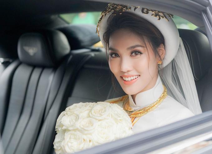 Ngày 4/10 tới, cả hai sẽ tổ chức tiệc cưới tại TP HCM. Họ cũng vừa sang Pháp du lịch cách đây không lâu.
