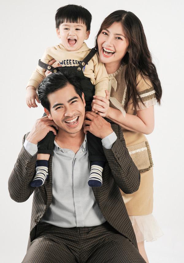 Bộ ảnh do chuyên gia trang điểm Trí Trần, stylist Pông Chuẩn hỗ trợ thực hiện.