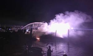 Tàu cá chứa hàng trăm lít dầu bị thiêu rụi trong đêm
