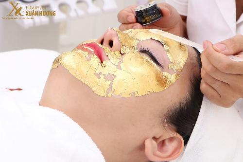 Việc kết hợp vàng và tinh chất nhụy hoa nghệ tây có thể giúp duy trì vẻ thanh xuân.