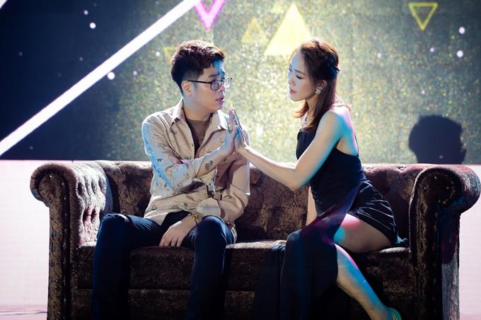 Tham gia Gala nhạc Việt, Bùi Anh Tuấn lần đầu thể hiệnca khúc mới Anh sẽ là người ra đi -một sáng tác của nhạc sĩ Kiên Trần.