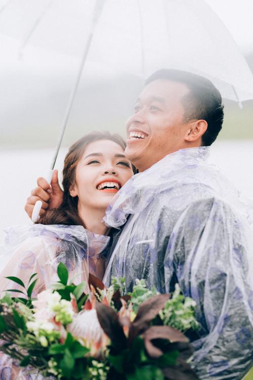 Kể vềchuyện tình của mình, cô dâu Kim Dung tiết lộ: Trong hai năm yêu nhau, giữa chúng tôi có xảy ra giận hờn vu vơ nhưng chưa bao giờ cãi vã. Nếu có vấn đề gì xảy ra, chúng ta sẽ nói chuyện thẳng thắn để không ai phải suy nghĩ nhiều