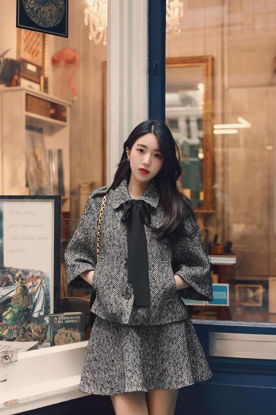 Vải tweed, vải bố, vải thô với đồ dày vừa phải là các chất liệu lý tưởng để chưng diện ở mùa này. Chúng mang đến sự sang trọng và luôn tạo cảm giác ấm áp.
