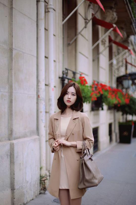 Phong cách mùa thu cho các nàng công sở yêu vẻ đẹp hiện đại, thanh lịch với blazer đi cùng váy suông màu thanh nhã.