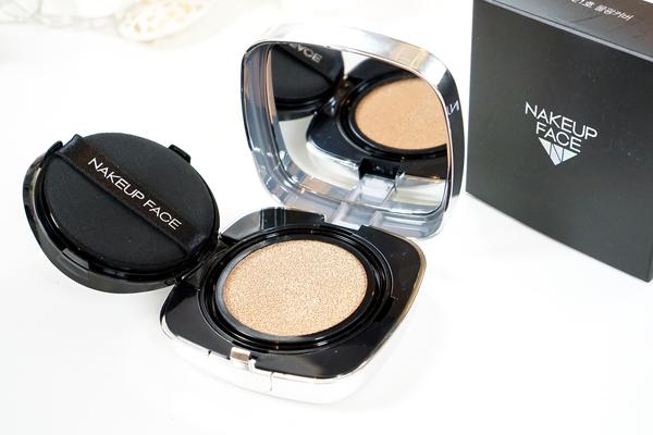 Phấn nước của Nakeup Face mang lại hiệu ứng da mịn đẹp tự nhiên như không hề trang điểm. Sản phẩm được đánh giá cao ở khả năng kiềm dầu, thích hợp sử dụng ở những môi trường khí hậu ẩm.