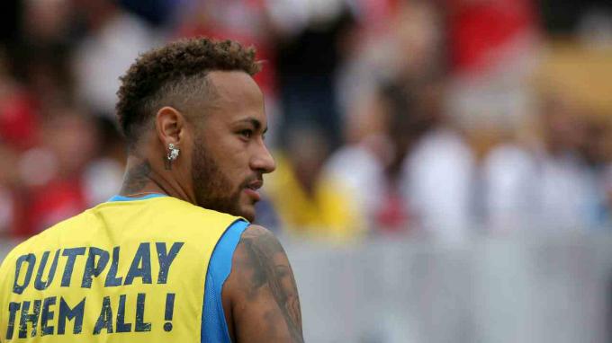 8.Neymar da Silva Santos Junior - 600.000 USD:Làcái tên được yêu thích khác của làng bóng, cầu thủ Brazil yêu cầu mức thù lao khủng để đăng mỗi post cho thương hiệu như Nike. Instagram của Neymar có 101 triệu follower. Ảnh:Reuters.