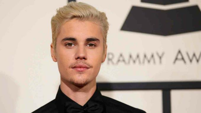 7. Justin Bieber - 650.000 USD:Chàng ca sĩ Canada được 102 triệu người theo dõi. Trong một vài post của mình, anh quảng bá các dòng thời trang và buổi trình diễn âm nhạc. Ảnh:Reuters.