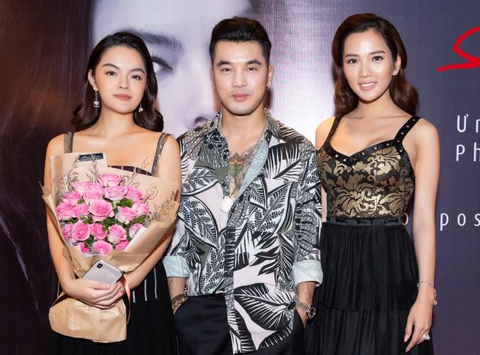 Phạm Quỳnh Anh bên vợ chồng ca sĩ Ưng Hoàng Phúc - người mẫu Kim Cương.
