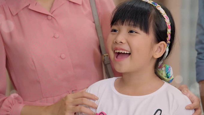 Hà Mi đóng vai bé Thương cũng là một trong những diễn viên nhí triển vọng của màn ảnh Việt. Trong Gạo nếp gạo tẻ, cô bé này lúc nào cũng hồn nhiên, vô tư và rất tốt bụng với mọi người. Trước khi tham gia phim của cặp đạo diễn Võ Thạch Thảo - Nguyễn Hoàng Anh, Hà Mi từng đoạt giải