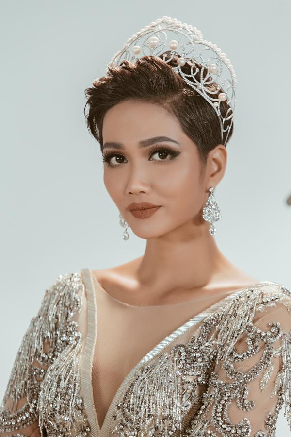 HHen Niê tái hiện hành trình từ thiếu nữ Êđê thành Hoa hậu Hoàn vũ VN - 6
