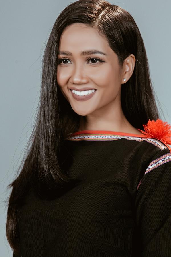 HHen Niê tái hiện hành trình từ thiếu nữ Êđê thành Hoa hậu Hoàn vũ VN - 1