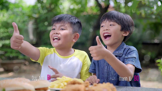 Hai cậu con trai của Hương (Lê Phương) lần lượt do các diễn viên nhí Duy Anh và Thanh Tú.