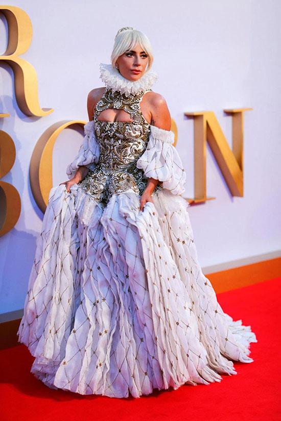 Lady Gaga tham dự buổi công chiếu phim mới của cô tại rạp chiếu Vue West End ở London tối 27/9.