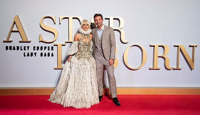 Bộ phim của Gaga và Bradley đã được công chiếu tại liên hoan phim Venice, liên hoan phim Toronto và ra rạp trên toàn thế giới vào tháng 10.