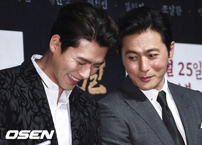 Những khoảnh khắc vui vẻ của hai diễn viên. Jang Dong Gun và Hyun Bin là hai người bạn thân trong một nhóm các nghệ sĩ nam tên tuổi. Dù gần gũi nhưng đây là lần hiếm hoi họ đóng phim chung.