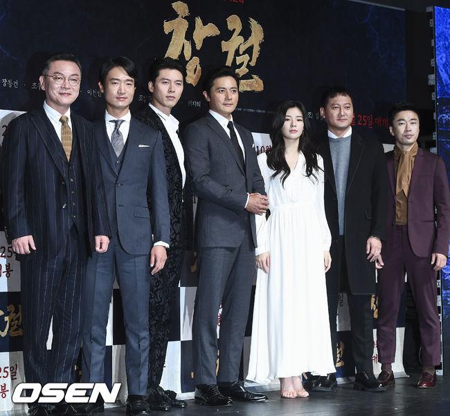 Hai ngôi sao Hàn cùng đoàn phim ra mắt báo chí Hàn.