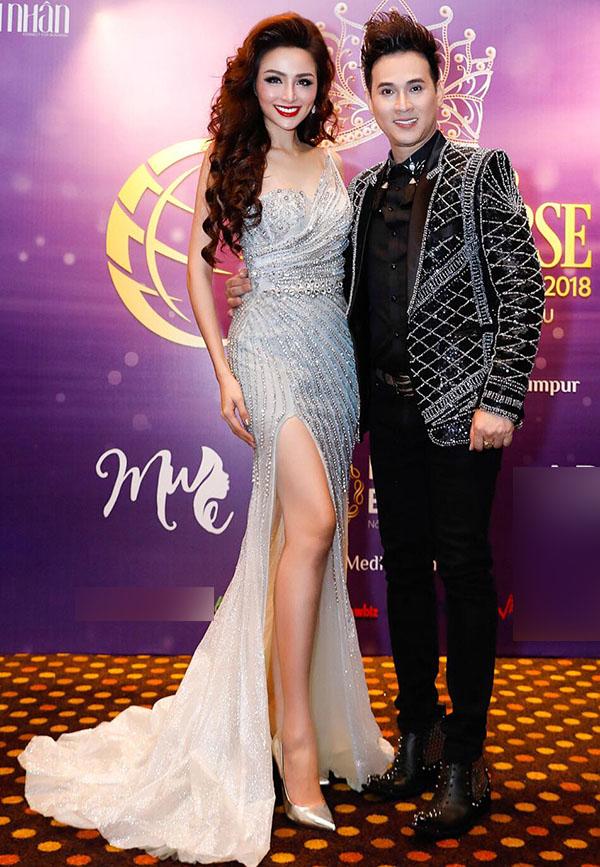 Ca sĩ Nguyên Vũ cũng ngồi ghế nóng cuộc thi Hoa hậu Doanh nhân Hoàn cầu tổ chức ở Malaysia.
