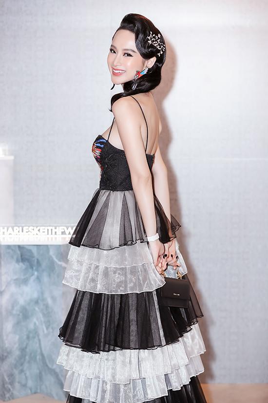 Nhờ vào sự đổi mới trong cách xây dựng hình tượng, Angela Phương Trinh được nhiều thương hiệu thời trang yêu thích.