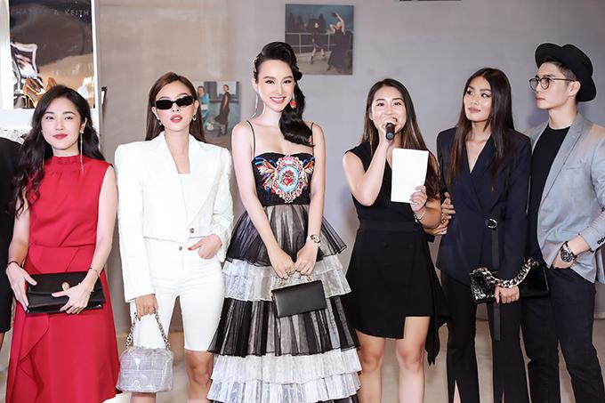 Tối 28/9, Angela Phương góp mặt trong buổi giới thiệu bộ sưu tập mới cho nhãn hàng thời trang cô đang làm đại sư. Chương trình còn có sự tham gia của các người đẹp như Tú Hảo, Đồng Ánh Quỳnh, MC Mi Soa và các fashionista.