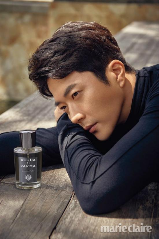 Tài tử Kwon Sang Woo là gương mặt quen của showbiz Hàn, anh được yêu mến qua Nấc thang lên thiên đường, Một thời học sinh, Cô bạn gia sư...